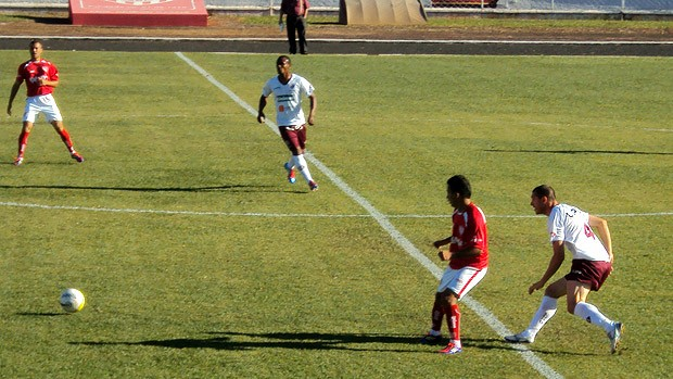 Lance do jogo Noroeste 0 x 0 Ferroviária - Copa Paulista (Foto: Reprodução/TV Tem)