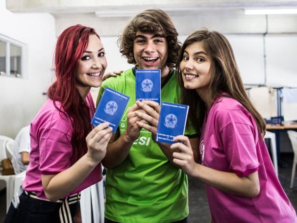 Josie Pessoa, Bruna Hamú e Rafael Vitti participam da Ação Global em Magé (Foto: Globo/Aline Massuca)