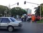 Batida entre carro e moto na W3 Norte deixa homem ferido