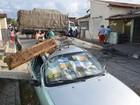 Caminhão derruba postes tentando fugir de congestionamento na PB