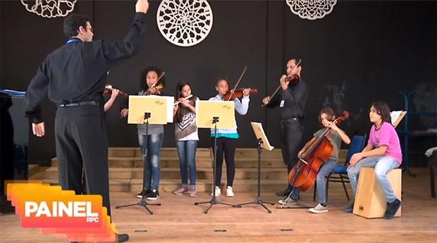 A música transforma as vidas das crianças do Guarituba (Foto: Divulgação/RPC)