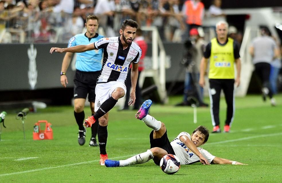 Santos perdeu para o Corinthians por 1 a 0, em Itaquera, no Paulistão deste ano (Foto: Marcos Ribolli)