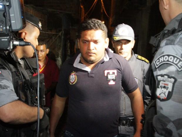 Tiago Silva Feitosa se entregou após manter família refém por mais de 7 horas (Foto: De Jesus/O Estado)