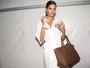 Modelos abrem suas 'it bags' e listam 'itens de sobrevivência' no SPFW