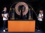 Festival de Curitiba sai dos palcos e explica a ciência com diversão
