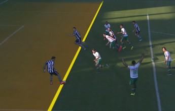No detalhe: Canales adiantado em gol anulado do Botafogo em Chapecó