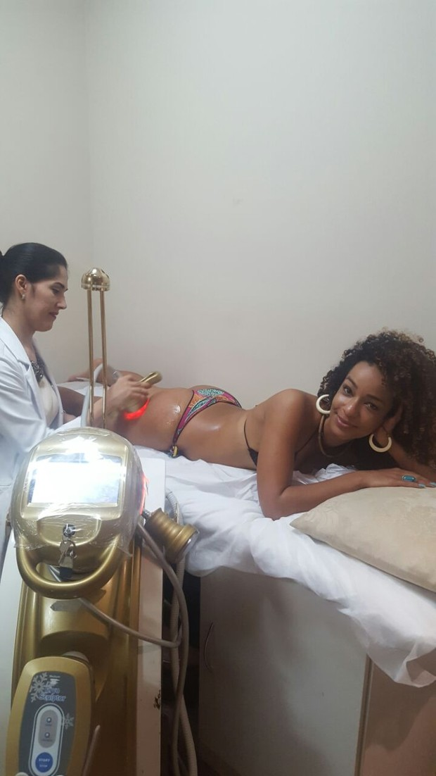 Aline Prado faz tratamento contra celulites (Foto: Divulgação / MF Models Assessoria)