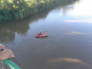 Menino de oito anos caiu no rio Tietê no fim da tarde desta quarta-feira (27) (Foto: Bruno Leandro/TEM Você)