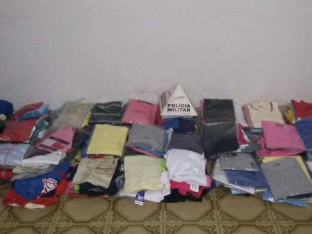 Apreensão camisas em São Gonçalo do Pará (Foto: Policia Militar/Divulgação)