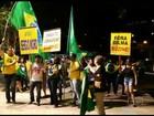 Manifestantes protestam contra o governo federal, em Goiânia