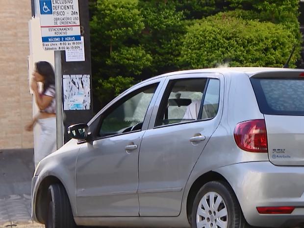 Estacionar em local proibido está no tereiro lugar do ranking das infrações (Foto: Reprodução/Tv Integração)