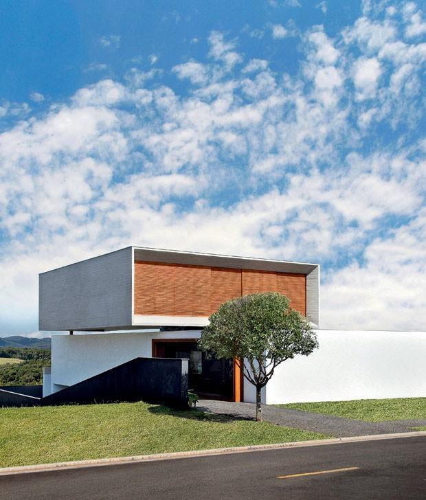 Linhas retas formam lar em londrina casa vogue casas for Casa minimalista historia