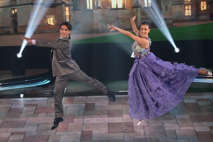Brenno Leone e Rachel Drodowsky flutuam no palco (Foto: Carol Caminha/Gshow)