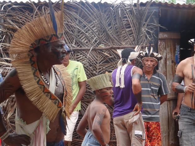 Índios fazem dança do Toré em aldeia de Palmeira dos Índios. (Foto: Carolina Sanches/G1)