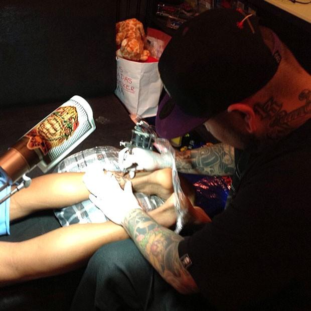 Neymar faz mais uma tatuagem (Foto: Reprodução / Instagram)