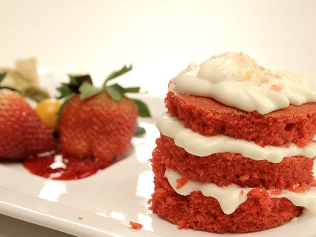 Naked cake com geleia de frutas vermelhas (Foto: GNT/Adalberto Pygmeu)