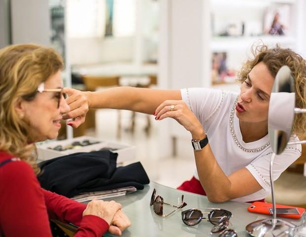Ucha Meirelles ensina a escolher o óculos ideal durante o evento Frame Your Face (Foto: Ronaldy Fraga)
