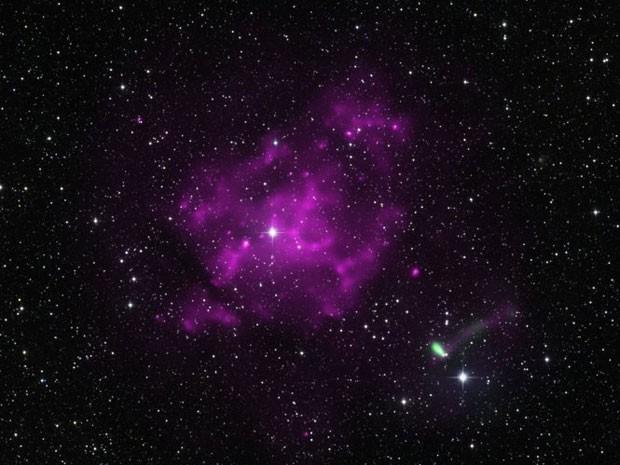 Supernova que deu origem ao IGR J11014, que os astrônomos acreditam que seja o pulsar mais rápido já encontrado (Foto: Raios X: NASA/CXC/UC Berkeley/J. Tomsick et al e ESA/XMM-Newton; Óptico: DSS, 2MASS/UMass/IPAC-Caltech/NASA/NSF)