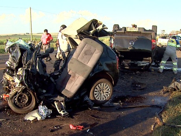 Acidente entre Jaboticabal e Monte Alto causou a morte de cinco pessoas neste domingo (26) (Foto: Fábio Júnior/EPTV)