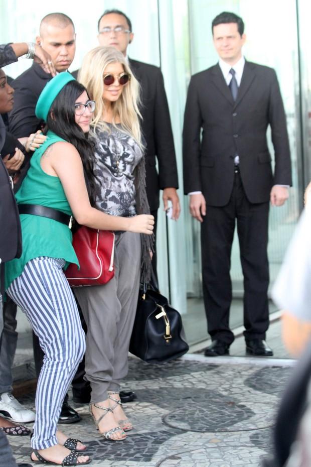 Fergie chegando ao hotel, no Rio (Foto: Wallace Barbosa e André Freitas / AgNews)