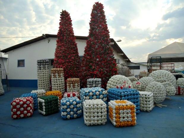 enfeites jardim natal:Enfeites natalinos serão instalados nas ruas e avenidas da cidade de