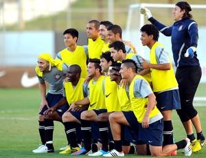 Jogadores treino Corinthians (Foto: Marcos Ribolli / Globoesporte.com)
