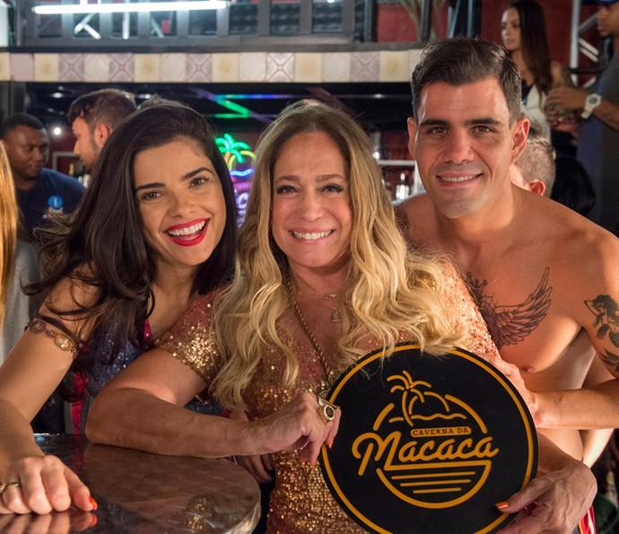 Juliano Cazarré com Vanessa Giácomo e Susana Vieira em gravação (Foto: Globo/Estevam Avellar)