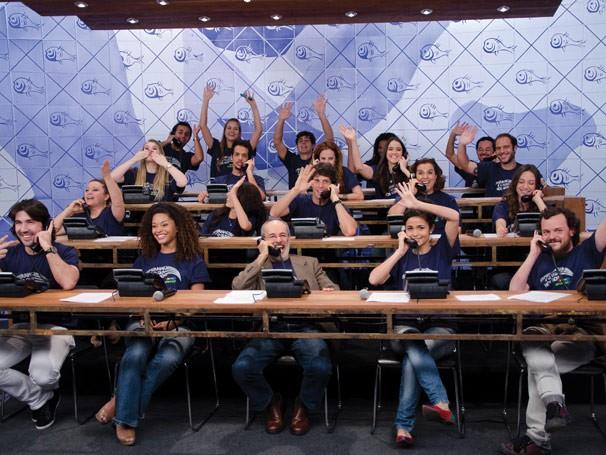 Mesão de arrecadações da campanha de 2011 teve a presença de artistas da emissora (Foto: Divulgação)