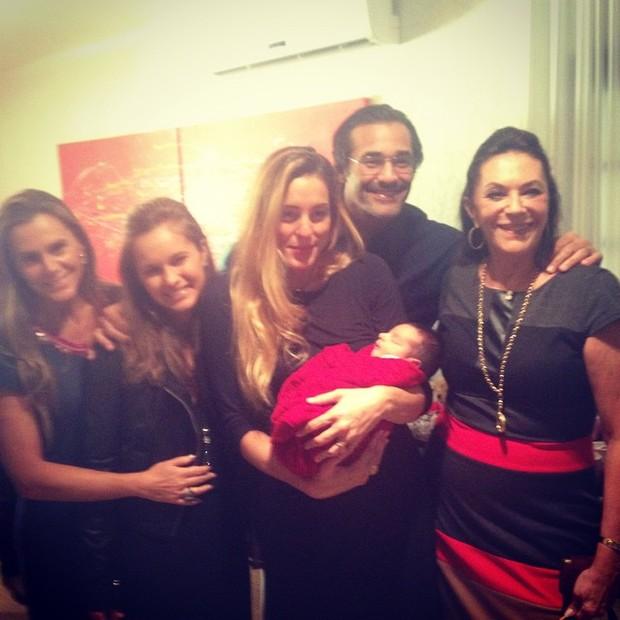 Luciano e Beth Szafir, Luhanna Melloni e o filho (Foto: Instagram / Reprodução)