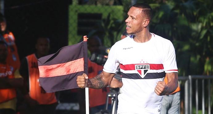 Luis Fabiano gol São Paulo x Vitória (Foto: Rubens Chiri / Ag. Estado)