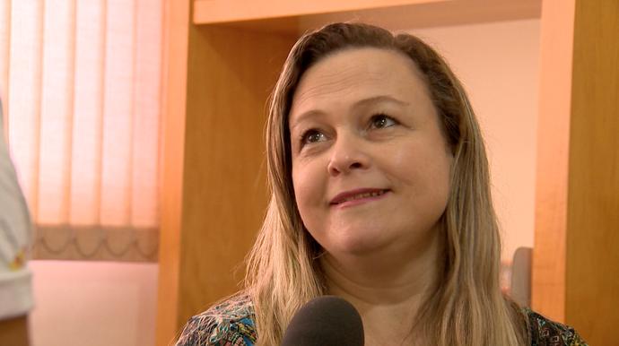 Psicóloga Adriana Salezze alerta sobre cuidados na internet (Foto: Divulgação / TV Gazeta ES)