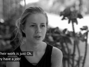 Anniken Jorgensen no começo da série 'Sweatshop' (Foto: Reprodução/AftenpostenTV)