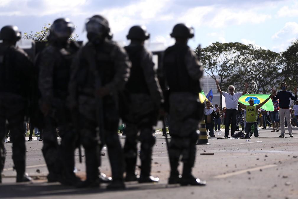Confronto entre policiais e manifestantes durante protesto contra o governo do presidente Michel Temer, em Brasília (Foto: Marcelo Camargo/Agência Brasil)