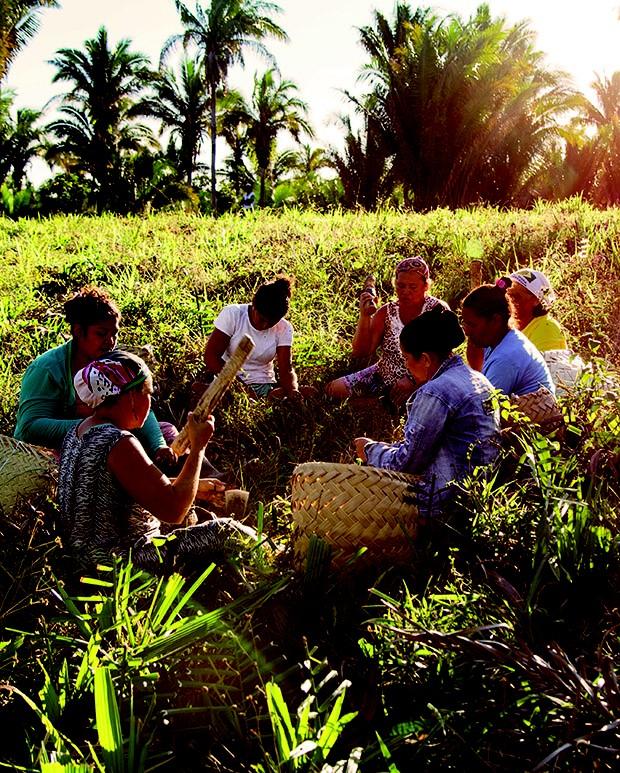 O ritual da quebra do fruto na comunidade de São Manuel (Foto: .)