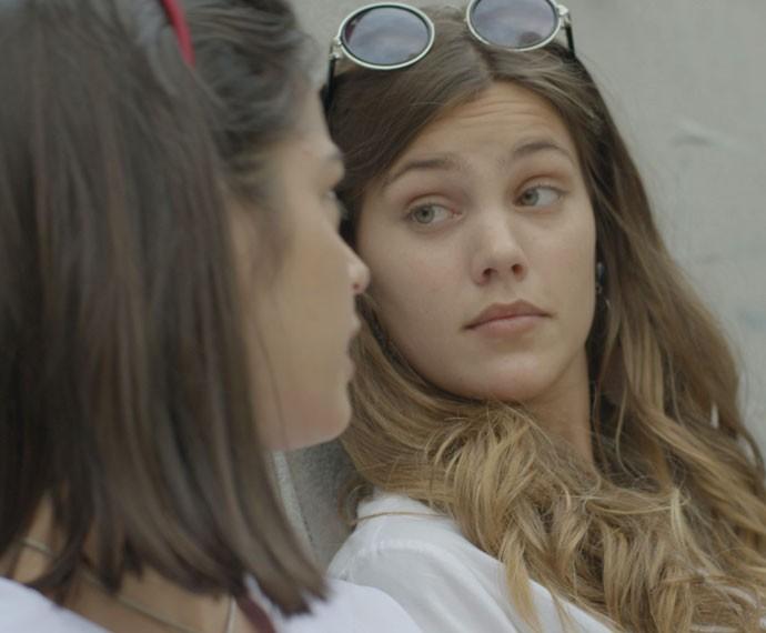 Alina arma mais uma vez e Krica alerta: 'A Luciana é popular' (Foto: TV Globo)