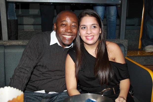 Nando Cunha com a mulher (Foto: Graça Paes/Foto Rio News)