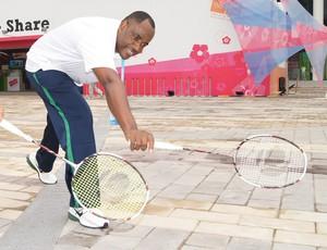 Ygor Oliveira e o pai, Sebastião Oliveira, em Nanquim, na Vila Olímpica (Foto: Thierry Gozzer)