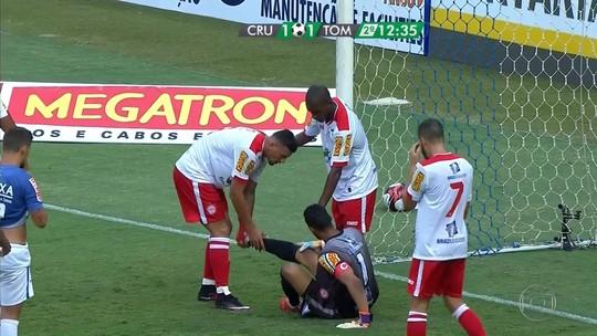 """Alberto Roberto da rodada, goleiro do Tombense explica """"cera"""" no Mineirão"""