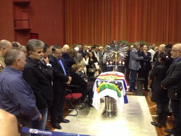 Corpo de Luiz Henrique da Silveira é velado no Centreventos Cau Hansen (Foto: Kleber Pizzamiglio/RBS TV)