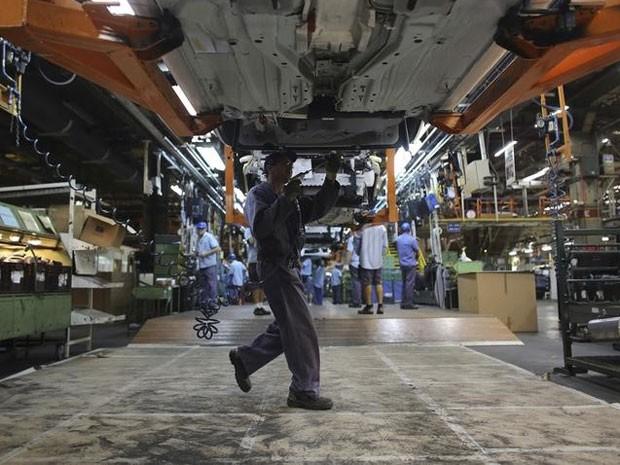 Funcionário em fábrica automotiva em São Bernardo do Campo, em São Paulo. (Foto: REUTERS/Nacho Doce)