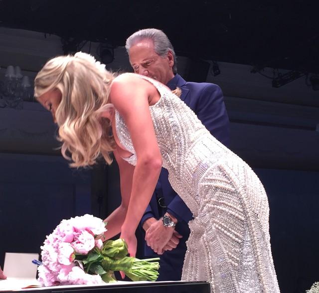 O casal durante a cerimônia (Foto: QUEM)