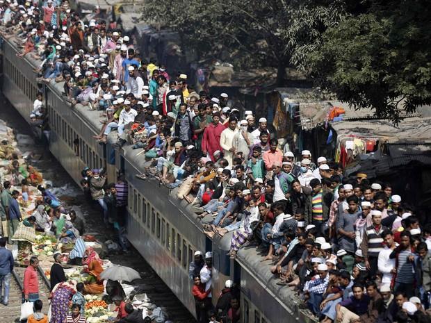X One Hairstyle Dhaka: Passageiros Viajam Aglomerados Em Cima De Trem Em