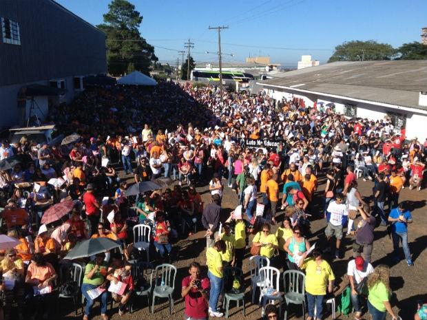 Milhares de professores se reuniram neste sábado (7) em Guarapuava (Foto: Marina Petri/RPC)
