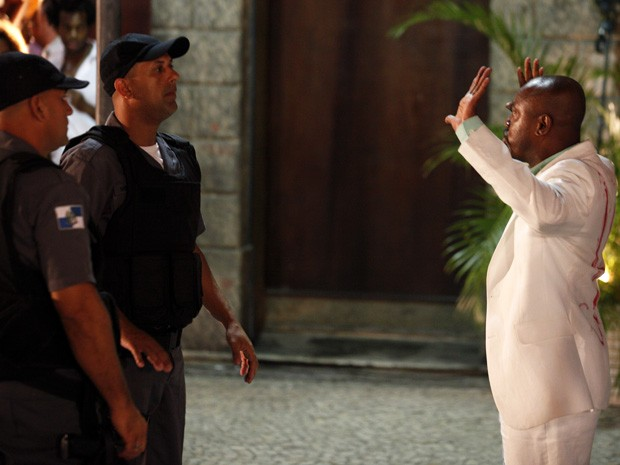 Pesco&#231;o vai em cana (Foto: Salve Jorge/TV Globo)