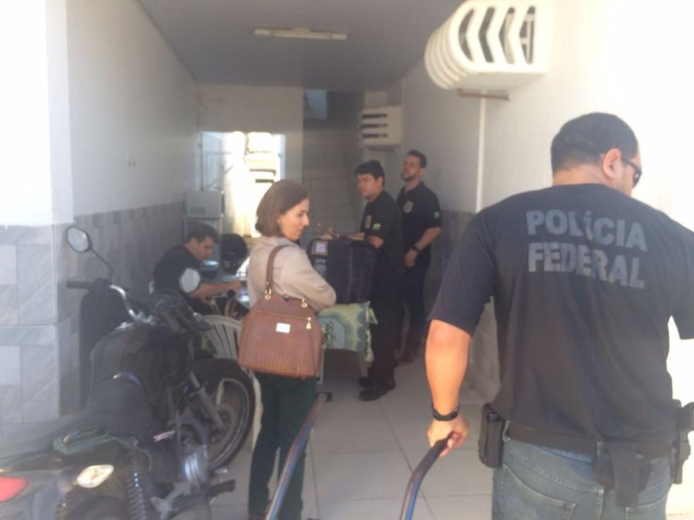 Polícia Federal e Receita Federal fazem buscas no Iofal durante Operação Hoder (Foto: Carolina Sanches/G1)