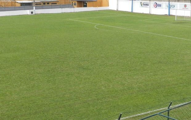Gramado do estádio Presidente Eurico Gaspar Dutra (Foto: Assessoria/Cuiabá Esporte Clube)