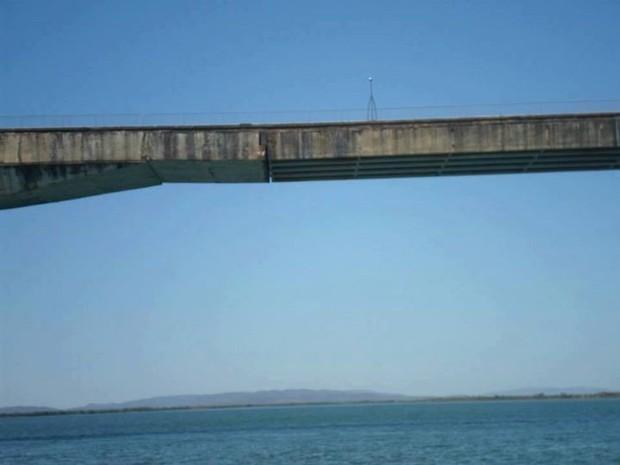 Rachaduras compromete a segurança de quem passa pela ponte sob o rio Tocantins, em Porto Nacional (Foto: Gilson Almeida dos SAntos/Você no G1)