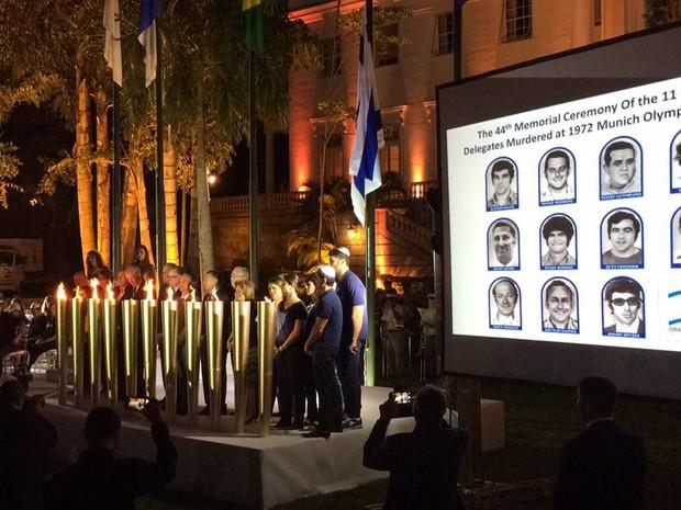 Cerimônia em homenagem aos atletas mortos ocorreu nos jardins do Palácio da Cidade, em Botafogo (Foto: Fernanda Rouvenat/G1)