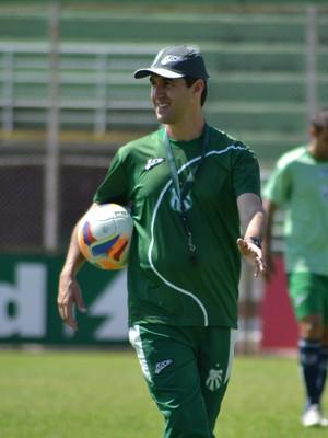 Técnico Léo Condé pode ganhar desfalque na lateral-direita da Caldense para primeiro jogo decisivo (Foto: Régis Melo)