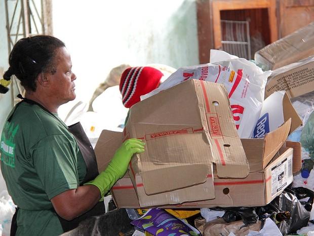 Coleta seletiva recolhe 10 toneladas de material por mês. (Foto: Jeferson Hermida)
